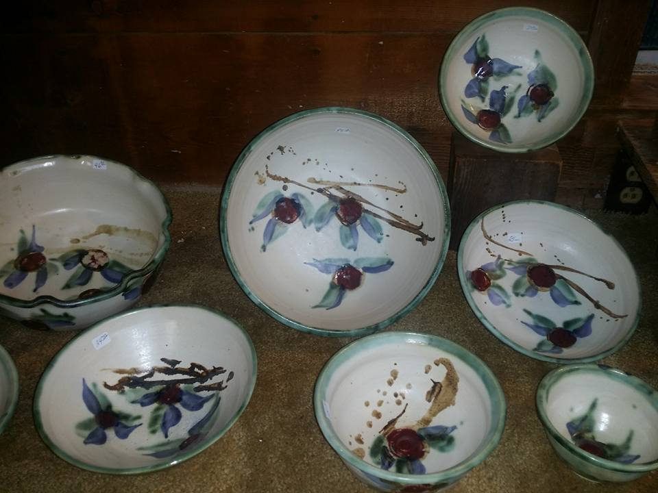 white-and-blue-pottery-2